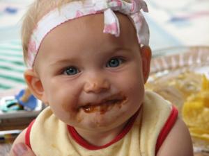 Cómo adaptar los alimentos para un niño que sufre disfagia