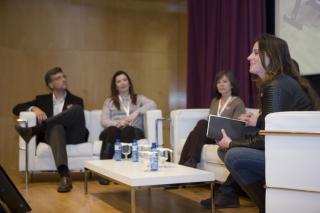 Mesa redonda de familias y acción social, moderada por la periodista de Radio Nacional de España Soraya Rodríguez. Imagen: HSJDBCN