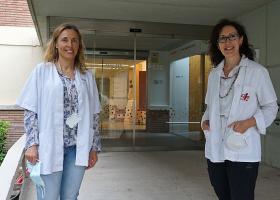 Las investigadoras Àngels Garcia-Cazorla, del IRSJD, y Aurora Pujol, del IDIBELL