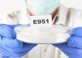 El aspartamo aparece etiquetado como el excipiente E951