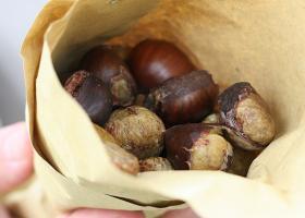 Cucurucho de castañas. Imagen: Rowena en Flickr (CC BY NC ND 2.0)