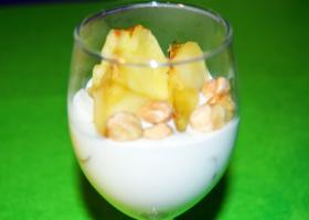 Copa de yogurt griego con base de manzana. Imagen: HSJDBCN