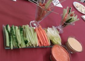 Crudités de verduras con salsa César