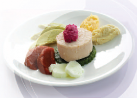 Ensalada de lechuga y tomate, especial para disfagia. Imagen: Nutricia