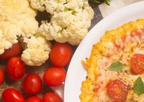 """Corona de coliflor """"estilo pizza"""" de rúcula y cherrys"""