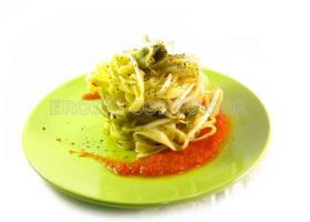 Tallarines con verduras y brotes de soja. Imagen: Consumer Eroski