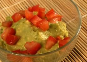 Aguacate y tomate con aceite de oliva