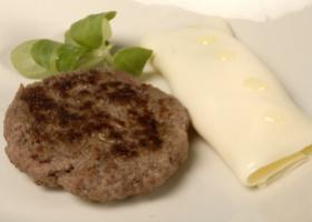 Hamburguesa con canelón de queso. Foto: HSJDBCN