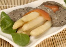 Salmón con espárragos en salsa de olivas. Foto: HSJDBCN