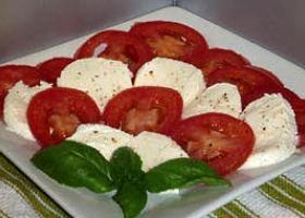 Tomate con queso base agar-agar tipo Burgos. Foto: Happy Stove