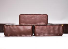 Turrón de cereales bajos en proteínas y chocolate