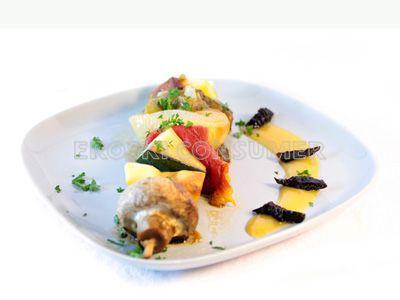 Brocheta de hortalizas con crema de albaricoque y ciruela