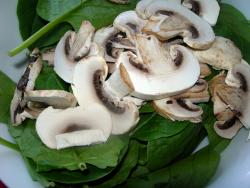 Espinacas y champiñones. Foto: Blog Cocinandoentreolivos