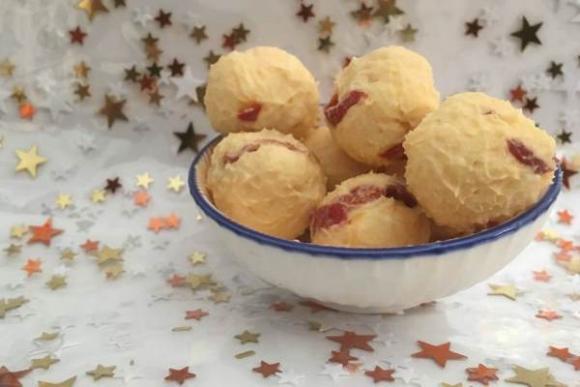 Keto-bolas de queso con pimiento del piquillo (Pimiento Cheese Ball)