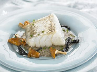 Lomos de bacalao confitado con salsa de setas. Foto: Consumer Eroski