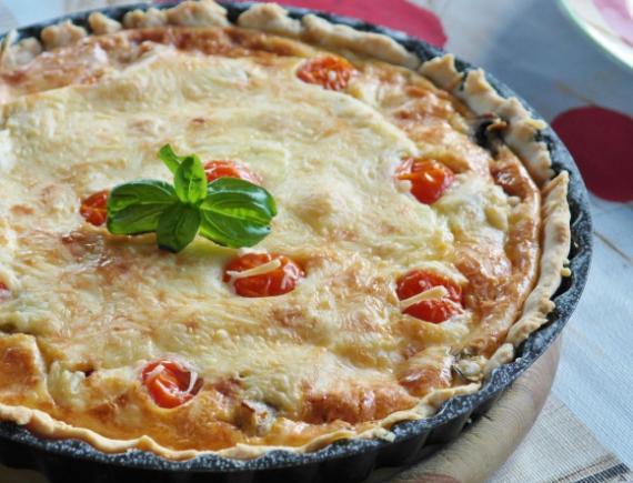 Pastel de espinacas y tomate