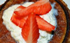 Crepes de nata con fresas. Imagen: HSDJBCN