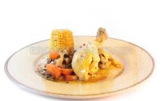 Pollo guisado con verduras y maíz. Imagen: Consumer Eroski